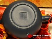 <p>Форма: Си Ши. Назван в честь одной из четырех великих красавиц Древнего Китая Си Ши. Его прекрасная полная форма напоминает круглое лицо красавицы Си Ши. Мастер:  Циан Линцюан. Объем: 210 мл. Размер: 12,5 Х 7 см. </p>