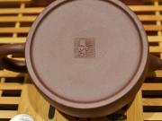 <p>Форма: 牛盖莲子, Нюй Гэй Лиань Цзы.  Мастер: Ин Сюанминь.</p>